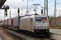 Patriotic engineer (Schwanzus_Longus) Tags: bremen central station german germany modern railroad railway private company electric engine loco locomotive freight cargo train intermodal bombardier traxx