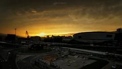 Saliendo de las tinieblas doradas (arstxopo) Tags: amanecer dorado oscuro bilbao bizkaia silueta ría campo fútbol snapseed huawei mobile darkness golden sunrise silhouette