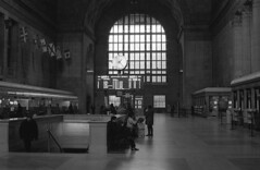 Grand Hall, Union Station, Toronto (Time Share) Tags: unionstation toronto olympusom2sp zuikoautos50mmf14 aristapremium400320isohc110b5mins ontario canada olympus zuiko 35mmfilm film gotrain viarail