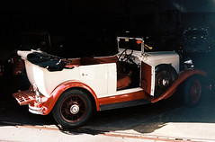Vintage car rental (mkk707) Tags: film 35mmfilm analog leicaflexsl2 summicronr50mm kodakektar100 wwwmeinfilmlabde itsaleica germancameras vintagefilmcamera vintagelens madeira funchal portugal
