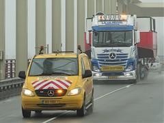 Mercedes-Benz Actros MP4 gigaspace from v d Heuvel Werkendam Holland. (capelleaandenijssel) Tags: 77bjr3 truck trailer lorry camion lkw netherlands nl convoi exceptionnel alblasserdam noord