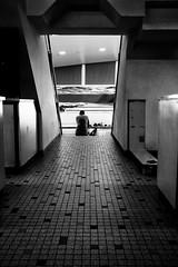 Make yourself comfortable (kceuppens) Tags: antwerpen antwerp fuji xpro3 23mm f2 wezenberg belgium belgië zwembad zwemmen swimming wedstrijd swimmingpool blackandwhite bw black white zwart wit zw zwartwit