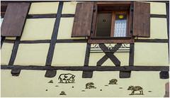 210- EDIFICIO DECORADO EN KAYSERSBERG - ALSACIA - FRANCIA  - (--MARCO POLO--) Tags: edificios rincones arquitectura curiosidades ventanas