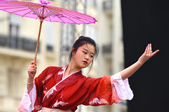 Happy Year Of The Rat! (Coquine!) Tags: china españa valencia girl spain chinesenewyear newyear spanien yearoftherat christianleyk umbrella dance dancer schirm