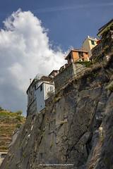 Manarola 2018 (John Hoadley) Tags: clifftop houses manarola cinqueterre italy 2018 september canon 7dmarkii 24105 f11 iso400