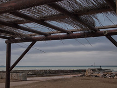 inverno (frastebio) Tags: mare cielo sabbia onde canne nave porto nuvole