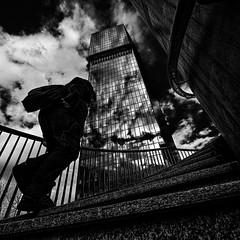Relever des défis (omj11) Tags: abstractions architecture reflets noiretblanc nuages building tours olympus leica zurich carré contrejour