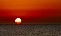 Amanecer en alta mar VII (Fotgrafo-robby25) Tags: alicante amanecer barcosdepesca costablanca marmediterráneo sol sonyilce7rm3
