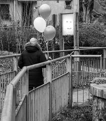 A gift for you (Pere Pujol) Tags: barcelona street smile balloons blackwhite streetphotography eu gift catalunya barcelonès vallvidriera cheerfulness sarriàsantgervasi