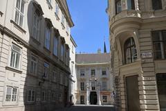 Vienna - Altes Rathaus (Michael.Kemper) Tags: canon eos 30d 30 d efs 1755 17 55 f28 f 28 is usm voyage travel travelling reise vacation urlaub österreich austria wien vienna altes rathaus old council town hall