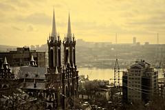 Eglise; panorama; Vladivostok! (8pl) Tags: église architecture vladivostok russie extrêmeorient ville urbain brume relief clocher structure pylône