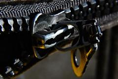 Zipper (nagyistvan88) Tags: nagy istván túrkeve magyarország magyar hungary nagyistvan88 zipper macro tárgy object form forma formation special extreme ngc színek colors barna fekete fehér sárga szürke brown black white yellow grey macromondays fém steel műanyag plastic 2020 nikon