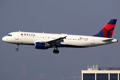 Delta Air Lines | Airbus A320-200 | N375NC | Los Angeles International (Dennis HKG) Tags: aircraft airplane airport plane planespotting skyteam canon 7d 100400 losangeles klax lax delta deltaairlines dal dl usa n375nc airbus a320 airbusa320