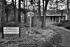jungle hospital II (robert.freitag) Tags: nikon nikond7200 sigma sigma1770 bw sw monochrome abandoned decay rotten lostplaces