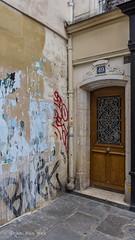 Rue des  Blancs Manteaux, Paris (Ivan van Nek) Tags: ruedesblancsmanteaux paris4èmearrondissement france 75 frankrijk frankreich doorsandwindows ramenendeuren porte tür door deur nikond7200 sigma1770 2019