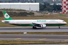 EVA Air   Airbus A321-200   B-16202   Taipei Taoyuan (Dennis HKG) Tags: aircraft airplane airport plane planespotting staralliance canon 7d 100400 taipei taiwan taoyuan rctp tpe b16202 evaair eva br airbus a321 airbusa321