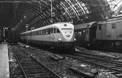 FS ETR 220 Milano Centrale 26/10/1980. Foto Roberto Trionfini (stefano.trionfini) Tags: train treni bahn zug railway fs etr220 milanocentrale lombardia italia italy