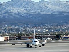 Flair 737-8K5 C-FBVS (kenjet) Tags: flair flairairlines 738 737 737800 7378k5 cfbvs hapaglloyd dahlr travelservice oktvp sunwing cgkvp lv vegas las klas mccarran boeing mccarraninternationalairport airport flugzeug plane jet aviation airline airliner landscape winter snow snowcapped headon