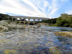 DSCN2034 (alainazer) Tags: pontdugard gard france eau acqua water ciel cielo sky pont ponte bridge pierres piedras pietra stones architecture