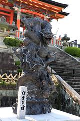 Kiyomizu-dera (Rick & Bart) Tags: temple kiyomizudera city japan canon ancient historic unescoworldheritagesite 日本 nippon 清水寺 landoftherisingsun higashiyamadistrict rickbart rickvink eos70d architecture kyoto 京都市 sculpture statue