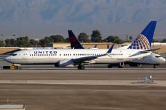 United Airlines   Boeing 737-800   N25201   Las Vegas McCarran (Dennis HKG) Tags: aircraft airplane airport plane planespotting staralliance canon 7d 100400 lasvegas mccarran klas las n25201 united unitedairlines ual ua usa boeing 737 737800 boeing737 boeing737800