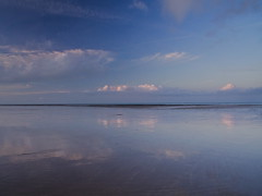 reflets (frclicclac) Tags: thechannel plage coucherdesoleil versurmer france lamanche mer calvados normandie sea beach seashore sunset normandy