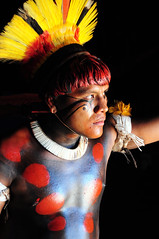 Yawalapiti (pguiraud) Tags: yawalapiti indiens du xingu serge guiraud jabiru prod parc parque do amérindiens indios indains amazonie amazone amazon amazonia mato grosso jeunes filles portrait fille pubère menstruations menstrues réclusion rituel cérémonies