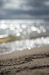 Lakeshore (Stefano Rugolo) Tags: stefanorugolo pentax pentaxk5 smcpentaxm50mmf17 lakeshore beach shorebreak lake water sky bubbles bokeh blur clouds storm sand vintagelens manualfocus manual sweden 50mm 50mmf17 f17 primelens
