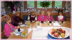 Ein Stück Torte für jeden... / A piece of cake for everyone .. (ursula.valtiner) Tags: puppe doll luis bärbel künstlerpuppe masterpiecedoll geburtstag birthday kindergartenkinder kindergartenkinder2018 besuch visit geburtstagsfest birthdayparty milina tivi annemoni sanrike torte cake