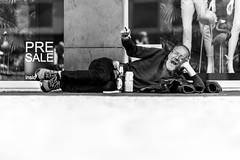 PreSale inside (Black&Light Streetphotographie) Tags: mono monochrome menschen menschenbilder leute lichtundschatten lightandshadows urban tiefenschärfe wow dof depthoffield fullframe face city closeup sony streetshots streets streetshooting street streetportrait schwarzweis streetphotographie sw sonya7rii blackandwhite bw blackwhite bokeh bokehlicious