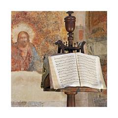 Chapelle (Yvan LEMEUR) Tags: chapelle lutrin livredemesse chrétienté chrétien intérieur fresque prière prier patrimoine objet dieu