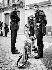 Drumband (Bart van Hofwegen) Tags: band music horn tuba instrument uniform people procession procesión street streetphotography urban urbanphotography urbanlife city citystreet citylife citypeople monochrome blackandwhite málaga malaga
