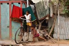 India- Karnataka- Pattadakal (venturidonatella) Tags: india asia karnataka pattadakal street strada colori colors nikon nikond500 d500 bambini children bici bicicletta bicycle streetscene streetlife streetphotography streetportraits fun gioco playng