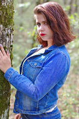 Pretty natural regard (darvoiteau) Tags: fille girl frenchgirl française wooman femme teen teenager model modele shot shooting shoot portrait face position composition visage hair cheveu cheveux oeil yeux eye eyes regard pretty forest park parc foret chic cool 2019 canon eos 77d 77 d digital fond flou bokeh background picture photo people person personne explore explorer darvoiteau instagram flickr cute beautiful amazing frenchstyle style france europa europe