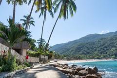 Yelapa: du quai à la plage/ from the wharf to the beach (Claudette St-Arneault) Tags: house maison mountain montagne sea mer mexico mexique
