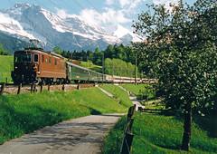 BLS Re 4/4 182 + EC  - Blausee Mitholz (Rene_Potsdam) Tags: blauseemitholz schweiz switzerland zwitserland suisse treinen trains trenes treni tren züge spoorwegen eurocity ec bls re44 europa europe