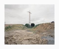 Duisburg, 2019 (Darius Urbanek) Tags: 120 6x7 kodak mamiya7 portra400 analog color film mediumformat duisburg ruhrpott urban powerpole construction