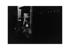 Zürich (SinoLaZZeR) Tags: zürich zurich schweiz switzerland europa europe street streetphotography schwarzweiss blackwhite blackandwhite bw monochrom monochrome leica leicam2 m2 leitz summaron35f28 summaron 35mm f28 film filmisnotdead analogue analog kodak kodaktrix400 trix 400 urban urbanlife candid 徕卡 徕卡相机 街头摄影 黑白 人 胶卷 胶片 胶卷照片 苏黎世 瑞士 欧洲