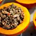 En attendant la cuisson, Potimarron farci (viande hachée, lardons, poivrons, ail, oignons, huile d'olive & assaisonements).
