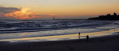 Tynemouth Long Sands panorama (Violaman) Tags: tynemouth longsands priory seascapes lighthouse silhouettes beach waves dawn daybreak panorama