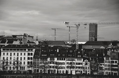 Bâle  -  Basel (Philippe Haumesser (+ 9000 000 view)) Tags: ville city noiretblanc blackandwhite monochrome rhin bâle basel suisse switzerland schweitz swiss nikond7000 d7000 nikon reflex 2019 nuages clouds tour tower grues bâtiments buildings cranes