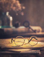 All things are possible with the right glasses (Ro Cafe) Tags: glasses nikkor105mmf28 sonya7iii stilllife miniature naturallight tabletop books textured ღღcosasdecasaღღ