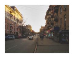 Evening sun (Alexandr Voievodin) Tags: evening sunset citylandscape streetphotography architecture people cars road shops xiaomiredminote2