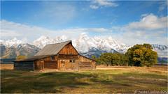 Mormon Row (Sandra Lipproß) Tags: mormonrow barn grandtetonnationalpark wyoming mountains landscape outdoor nature usa antelopeflats historic fall autumn sunny sky clouds