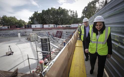 0129 Alcalde visita obres nou centre Vodafone València (4)