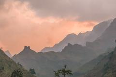 _Y2U0253.0214.QL34.Bắc Mê.Hà Giang (hoanglongphoto) Tags: asia asian vietnam northvietnam northeastvietnam northernvietnam nature landscape scenery vietnamlandscape vietnamscenery naturelandscape vietnamnature hagianglandscape sunrise dawn sky clouds mountain topmountain flanksmountain pinksky canon canoneos1dx canonef70200mmf28lisiiusm đôngbắc hàgiang bắcmê ql34 phongcảnh bìnhminh thiênnhiên phongcảnhthiênnhiên thiênnhiênviệtnam núi đỉnhnúi sườnnúi dãynúi bầutrời mây bầutrờimàuhồng hoanglongphoto vietnammountainouslandscape