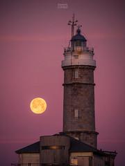 Moonset at Sunrise (Ramón M. Covelo) Tags: lighthouse full moon moonset sunrise faro cabo mayor santander