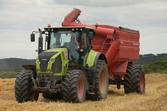Claas Axion 810 Tractor with a Jan Tanker 20000 ME Chaser Bin (Shane Casey CK25) Tags: claas axion 810 tractor jan tanker 20000 me chaser bin green grain harvest grain2019 grain19 harvest2019 harvest19 corn2019 corn crop tillage crops cereal cereals golden straw dust chaff county cork ireland irish farm farmer farming agri agriculture contractor field ground soil earth work working horse power horsepower hp pull pulling cut cutting knife blade blades machine machinery collect collecting nikon d7200 traktor traktori tracteur trekker trator ciągnik