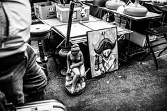 Des bouts de vie çà et là étalés sur le sol. Un peu de nous que l'on vend, que l'on troque. Vide-greniers. (LACPIXEL) Tags: videgreniers brocante vie life vida objet object objeto rue street calle paris france photographederue streetphotographer homme man hombre mercadillodesegundamano rastrillo baratillo carbootsale noiretblanc blancoynegro blackwhite nikon nikonfr flickr lacpixel garagesale