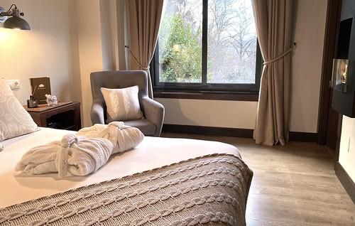 """La Calma - Habitación Doble Superior con chimenea, vistas y ventana grande • <a style=""""font-size:0.8em;"""" href=""""http://www.flickr.com/photos/92523077@N06/49467403388/"""" target=""""_blank"""">View on Flickr</a>"""